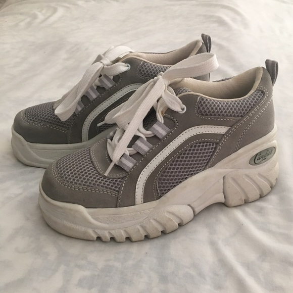 6fc4900c4614 Vintage 2000s platform sneakers gray white 7.5